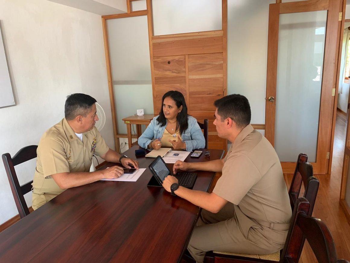 Representante de WildAid Galápagos mantiene reunión de trabajo con el  Director  Regional de los Espacios Acuáticos y Guardacostas Insular (DIRGIN).